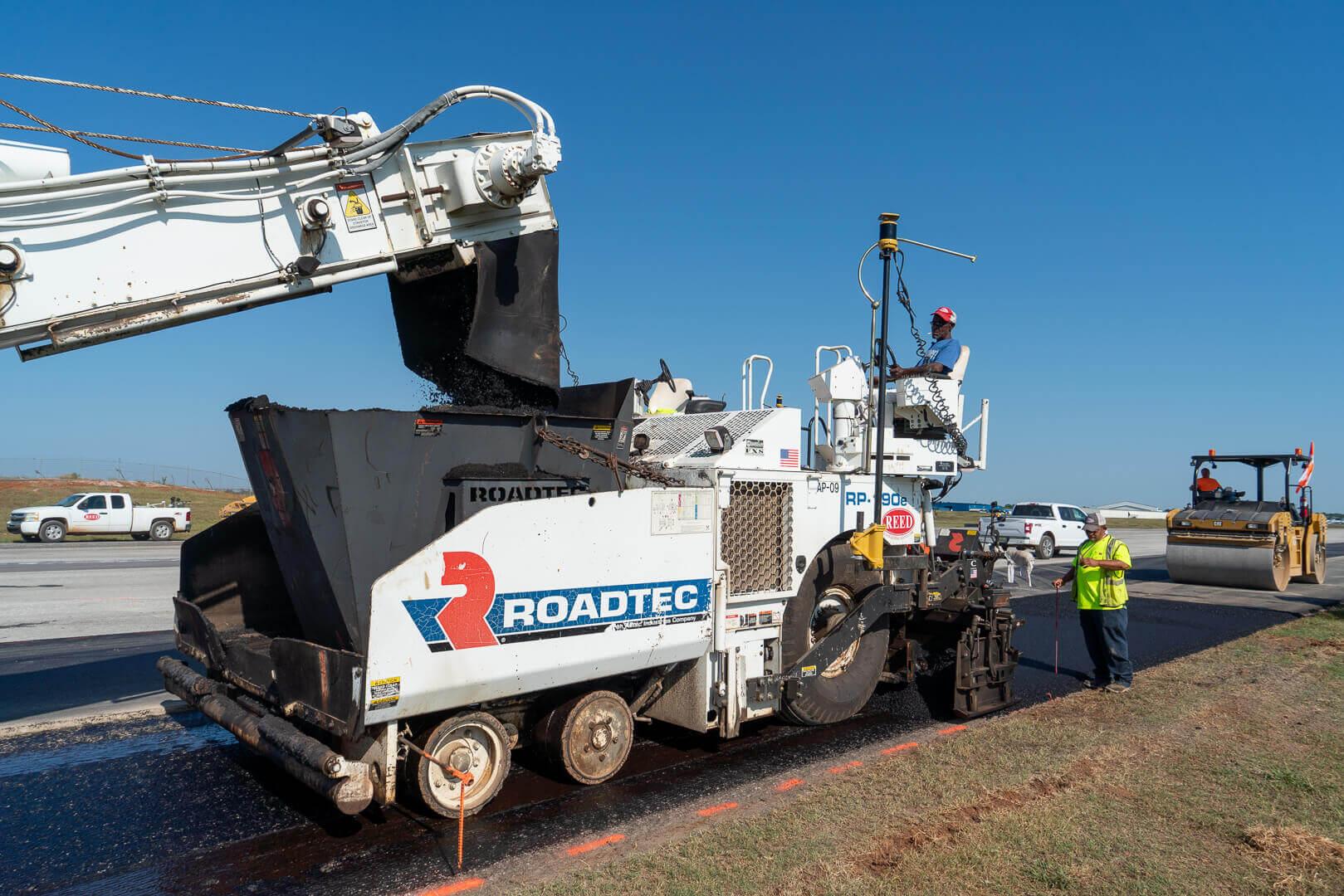 Roadtec RP-190 Highway Class Asphalt Paver