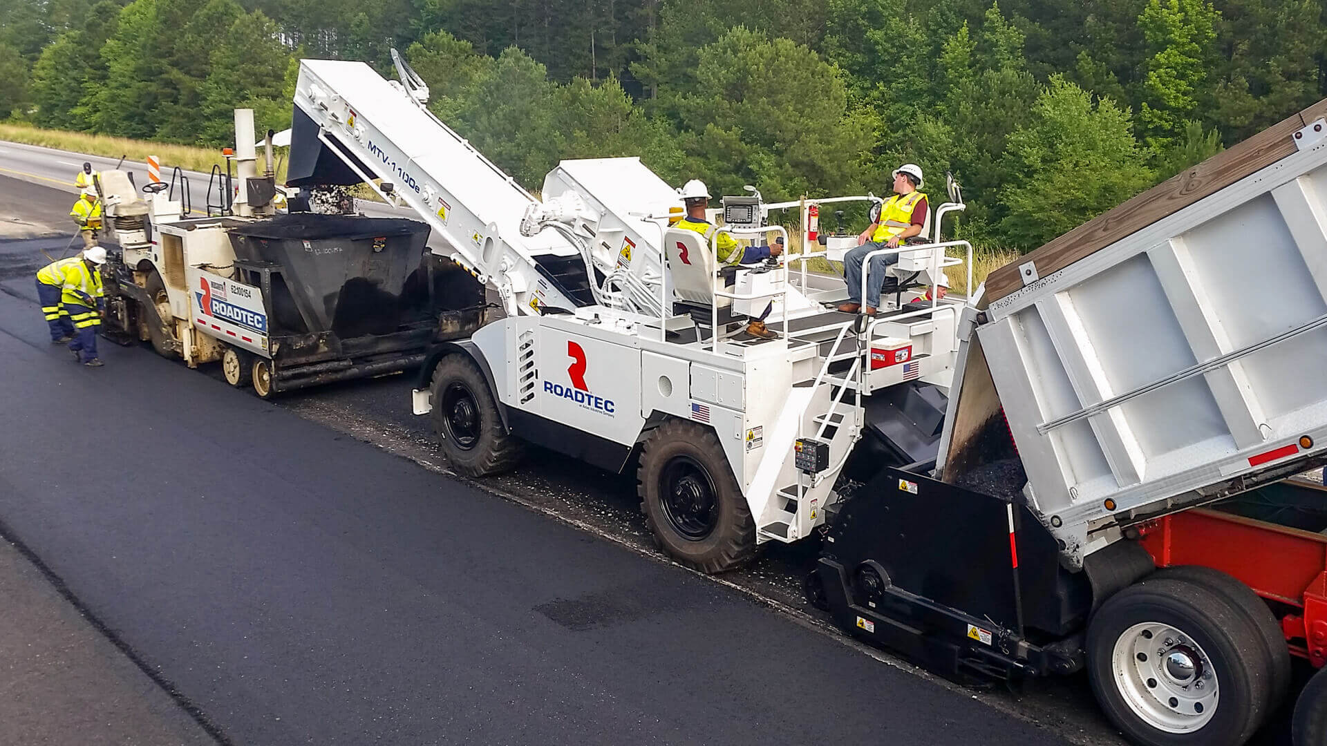 Roadtec MTV-1100 Material Transfer Vehicle working with a Roadtec paver