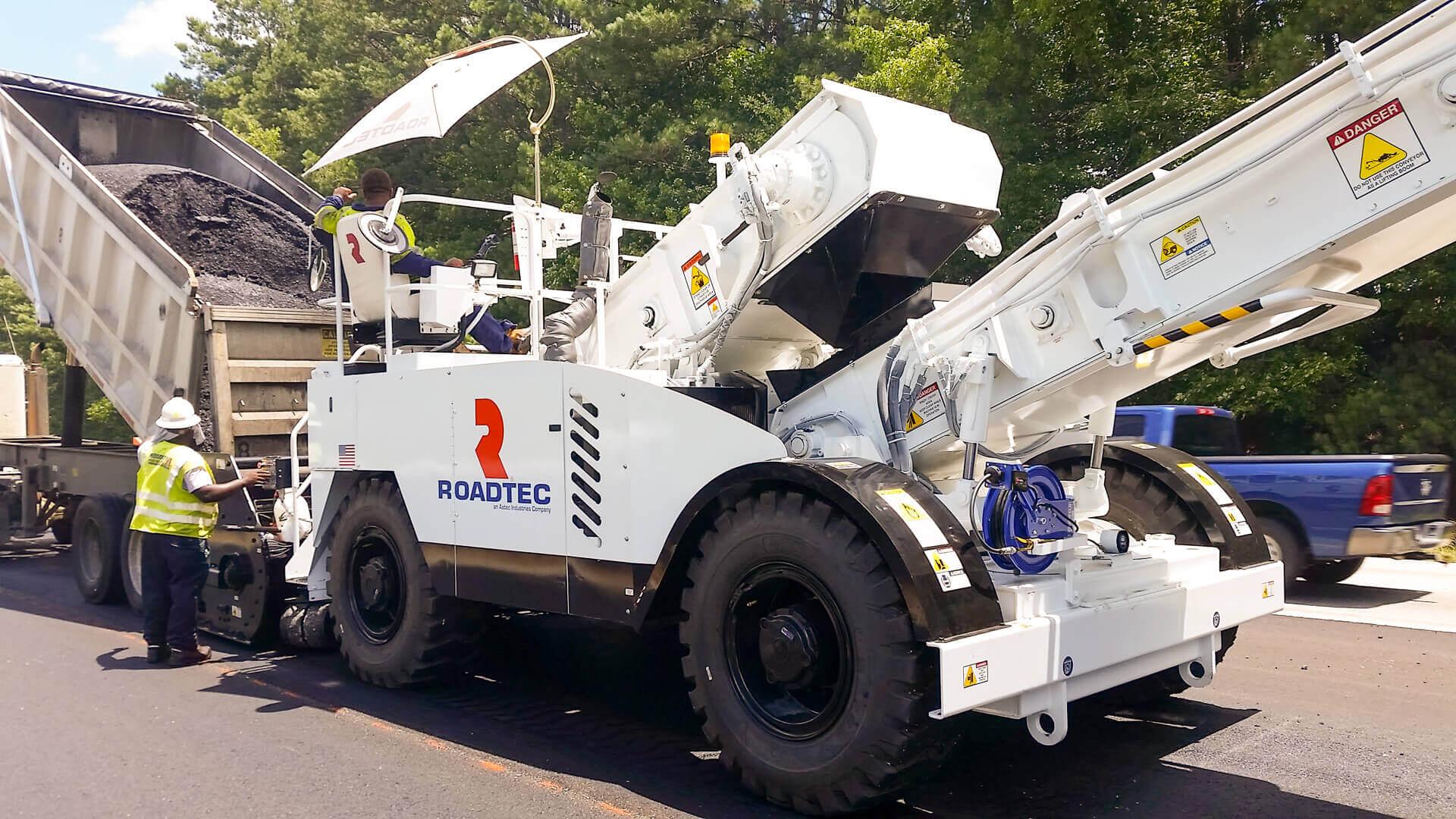 Roadtec MTV-1100 Material Transfer Vehicle