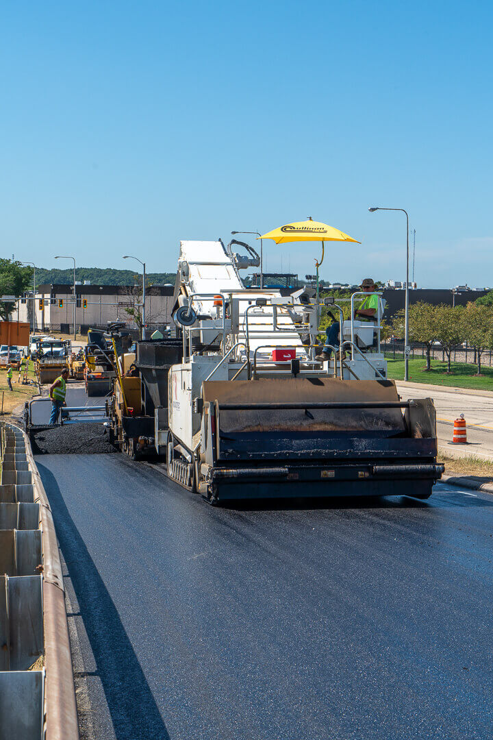 Roadtec MTV-1105 Material Transfer Vehicle