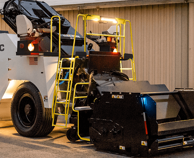 Roadtec SB-3000 Shuttle Buggy Material Transfer Vehicle showing the dual function ladder that spans the entire width of the machine