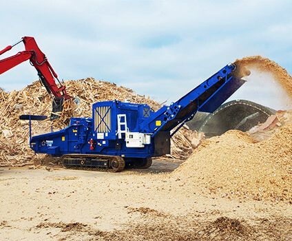 1710D Horizontal Grinder Making Mulch From Pallets